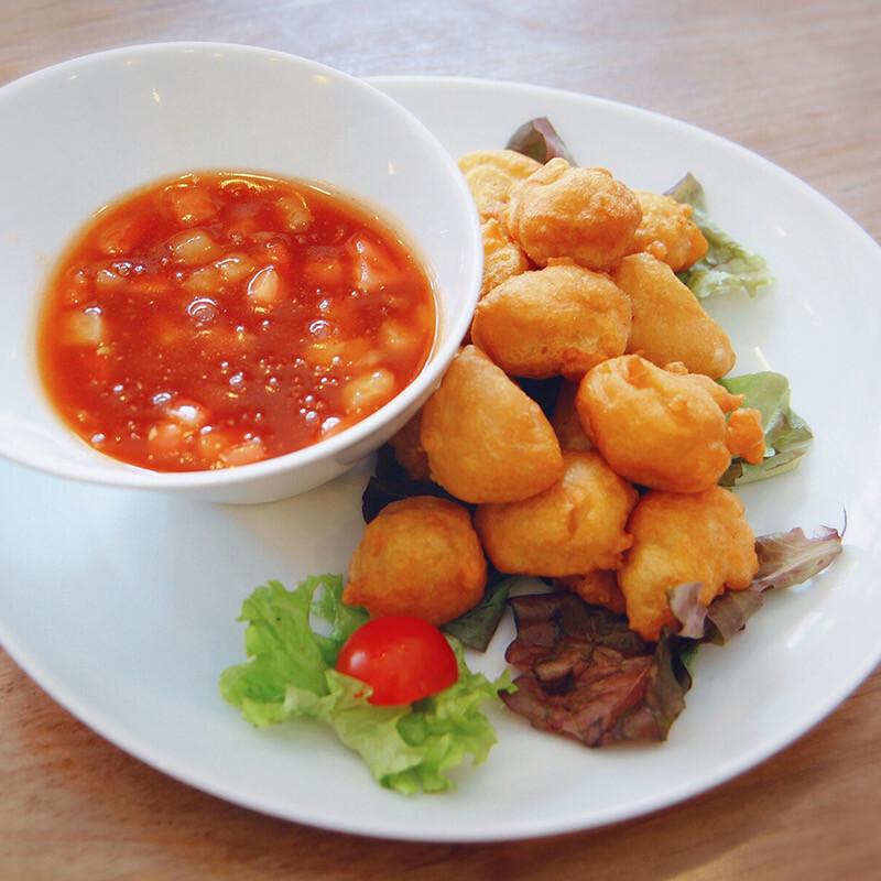 Dés de poulet frit à la sauce aigre-douce