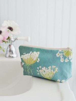 Makeup Bag:  Queen Anne's Lace on Teal