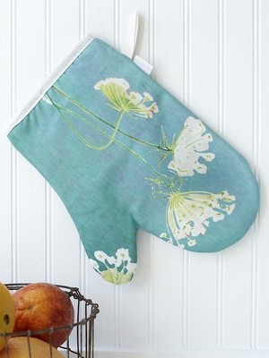 Oven Mitt: Queen Anne's Lace on Teal