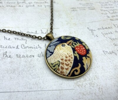 Strawberry Thief fabric button pendant William Morris style - bird facing right
