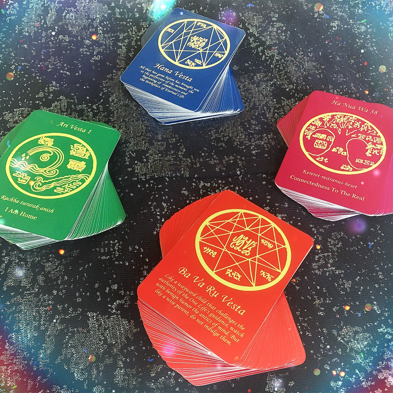 Qi Vesta Card Decks
