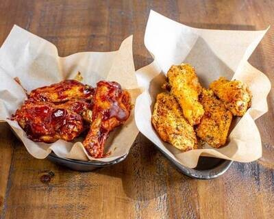 Traditional Wings (8 piece - 2 Flavours)