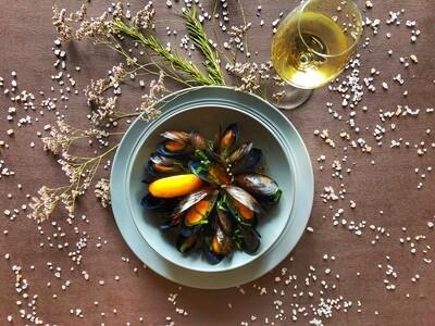 Мидии в белом вине по-французски