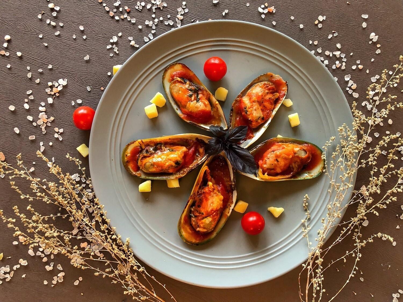 Мидии киви запеченые в томатном соусе