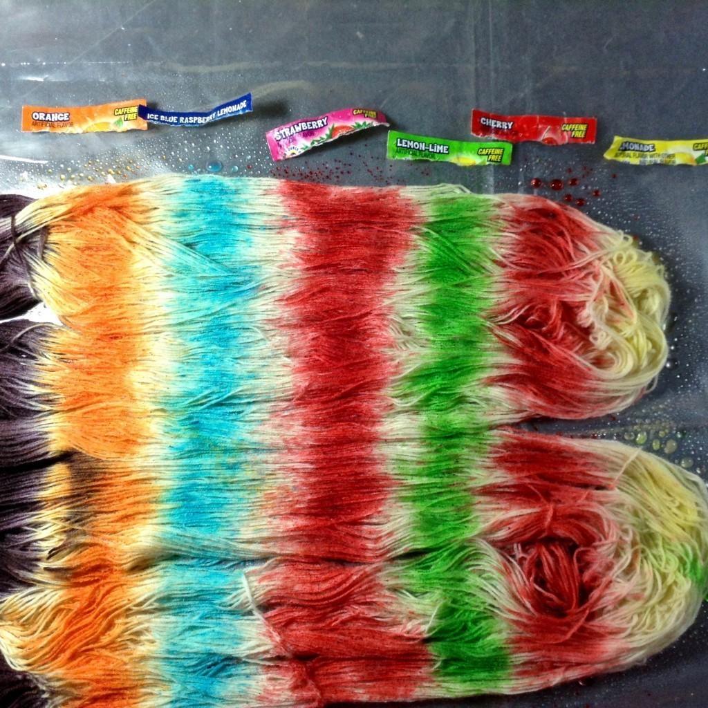 """WORKSHOP """"Filati e colori al vapore"""" con Elbert Espeleta  - dalle 10 alle 14 -"""