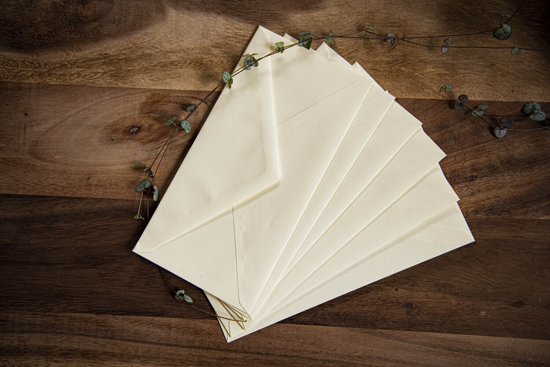 Kuvert – elfenbeinfarbig