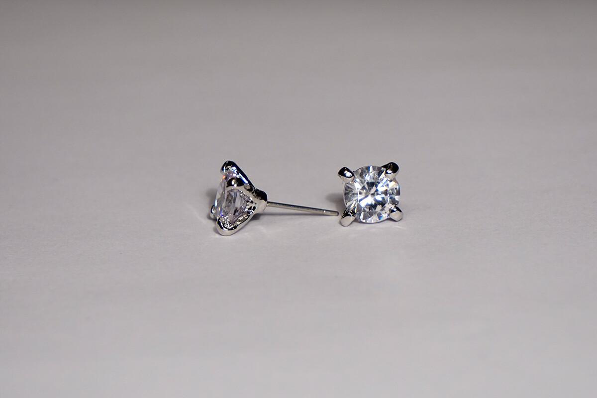 Clearance 8mm Claw Stud Earrings *Final Sale