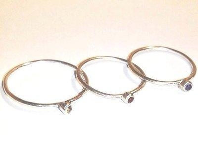 Anillo compromiso oro blanco y gemas semipreciosas o diamante. Personalizable