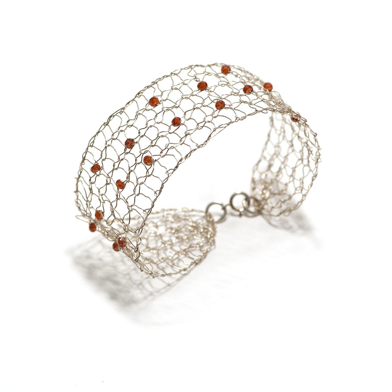 Pulsera de plata tejida a mano y gemas naturales. Colección Redes.