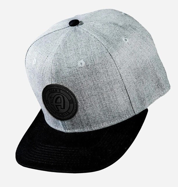 БЕЙСБОЛКА СЕРАЯ С ЧЕРНОЙ НАШИВКОЙ / Adam's Black/Gray Snapback - Black Patch