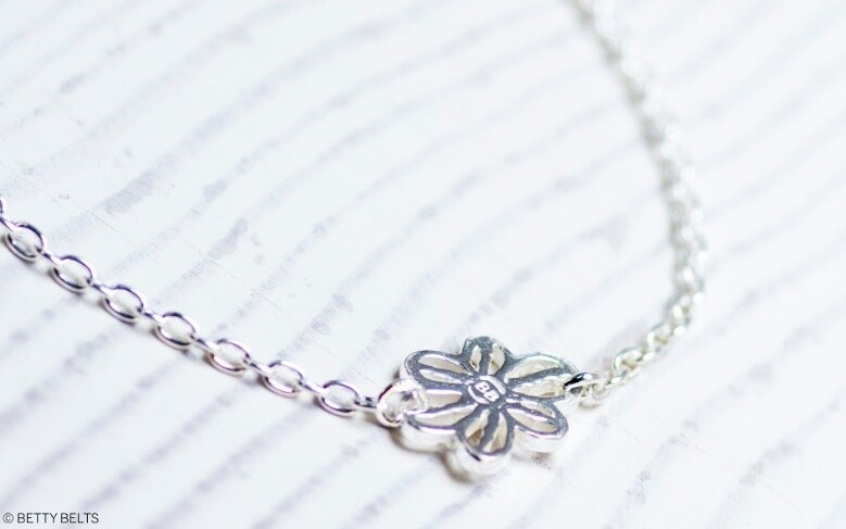 Floating Betty Flower Chain Necklace
