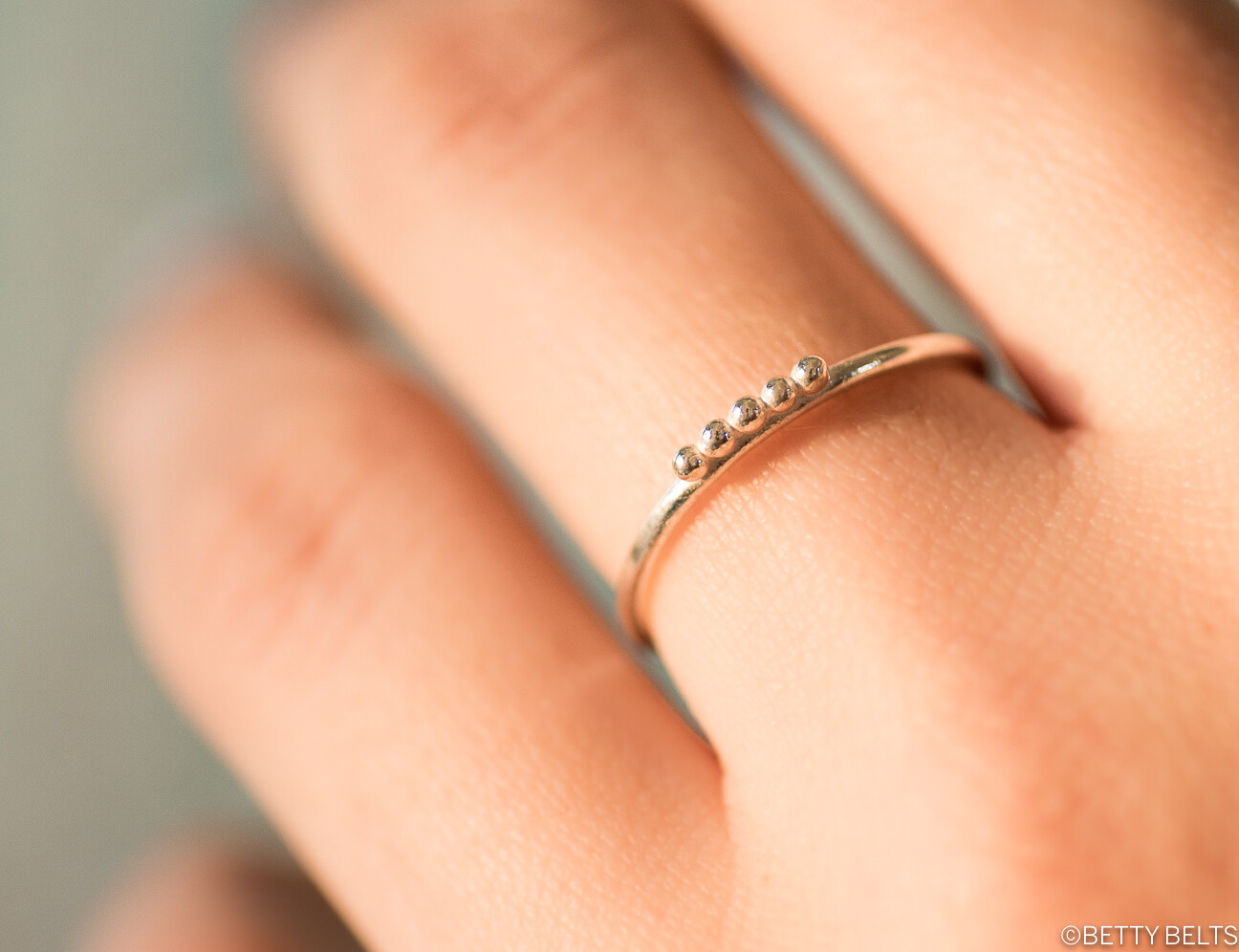 Droplets Stacking Ring