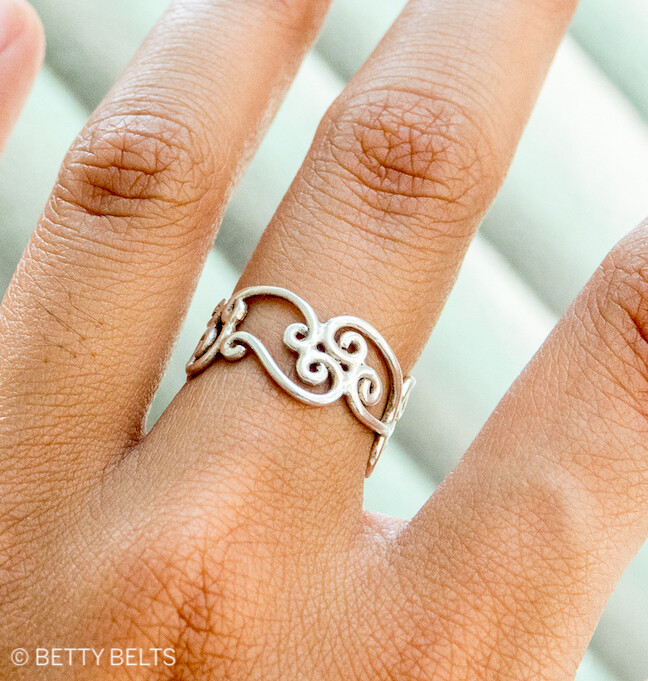 VICTORIA Waves Ring