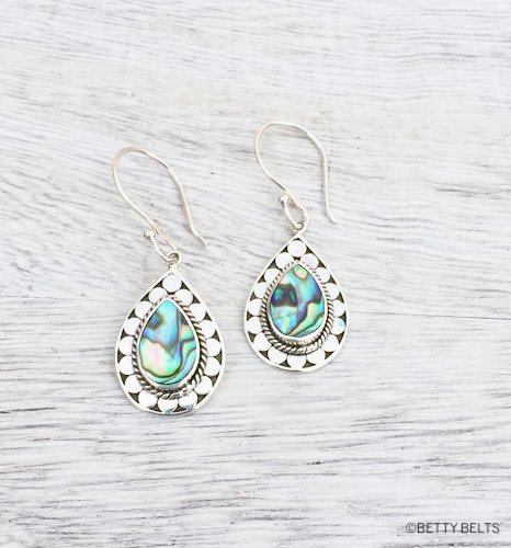EVANNE Shell Earrings