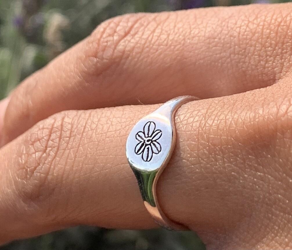 Betty Signet Ring (BB Flower)