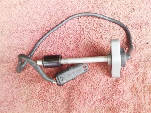 K40-K1200S; K43-K1200R; K1200R Sport; K44 K1200GT Oil Level Sensor. (T5-S19)