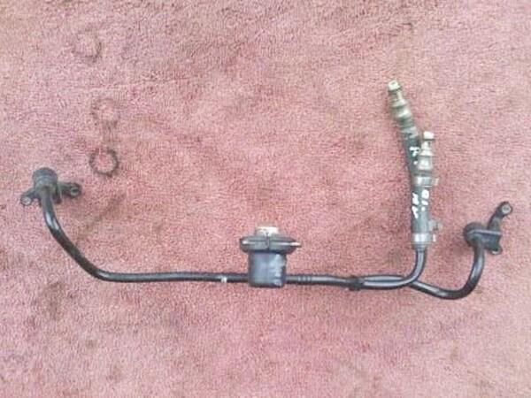 R850; R1150 Fuel Distributer Line with pressure Regulator. (S-8)