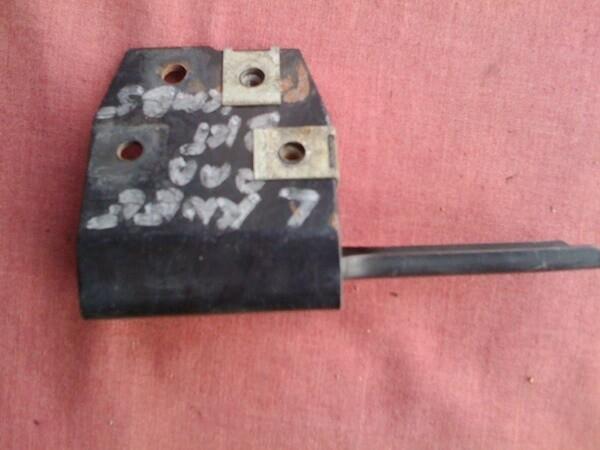K1100LT Left Knee Pad Bracket (T8-S19)