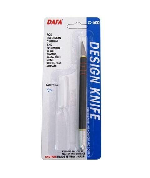 Нож макетный с пластиковой ручкой Dafa