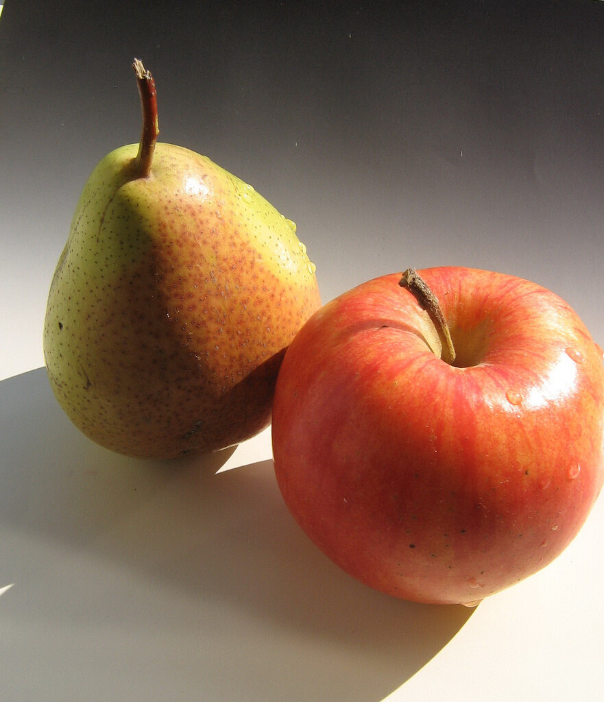 Fugi Apple Pear