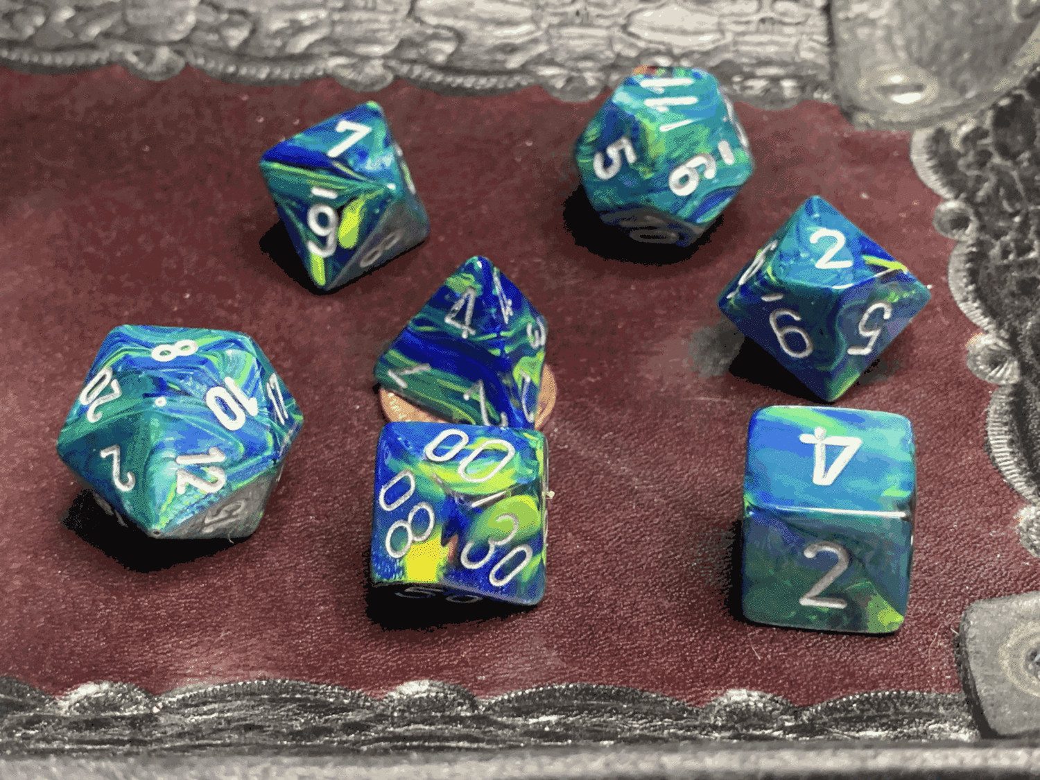 16mm 7 Die Polyhedral Dice Set - Festive Green with Silver