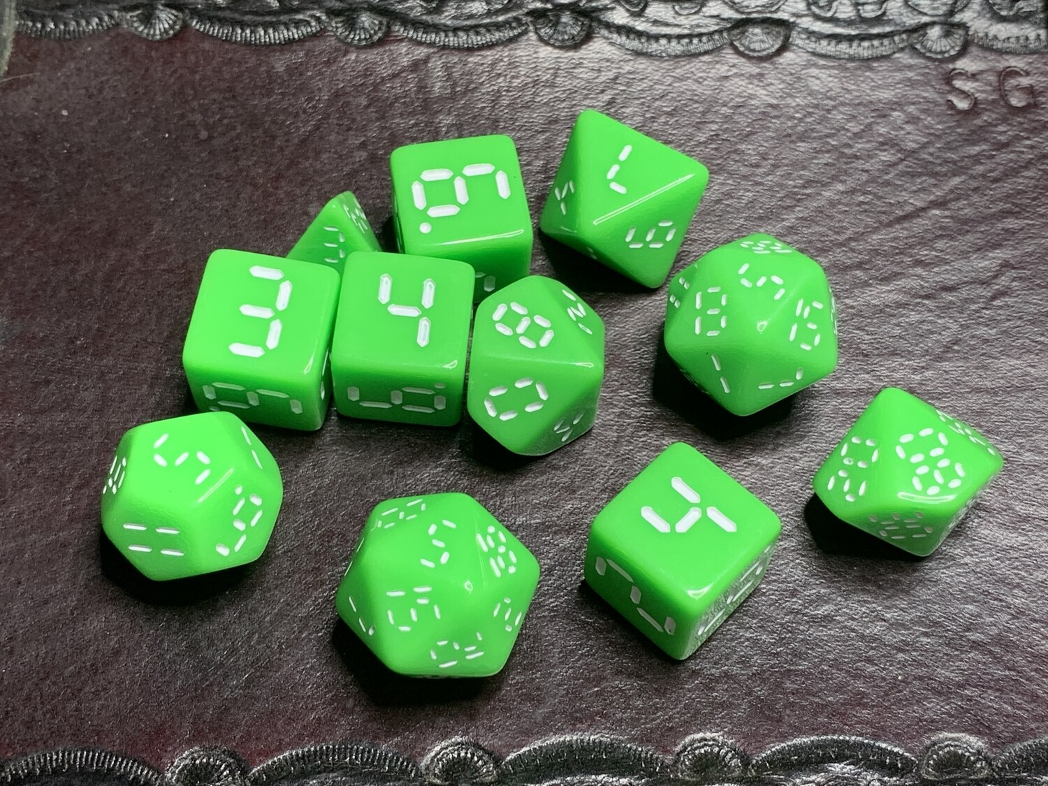 "Retro Dice 11 Piece Polyhedral Set ""Isolated"" Tabletop RPG Gaming Roleplay"