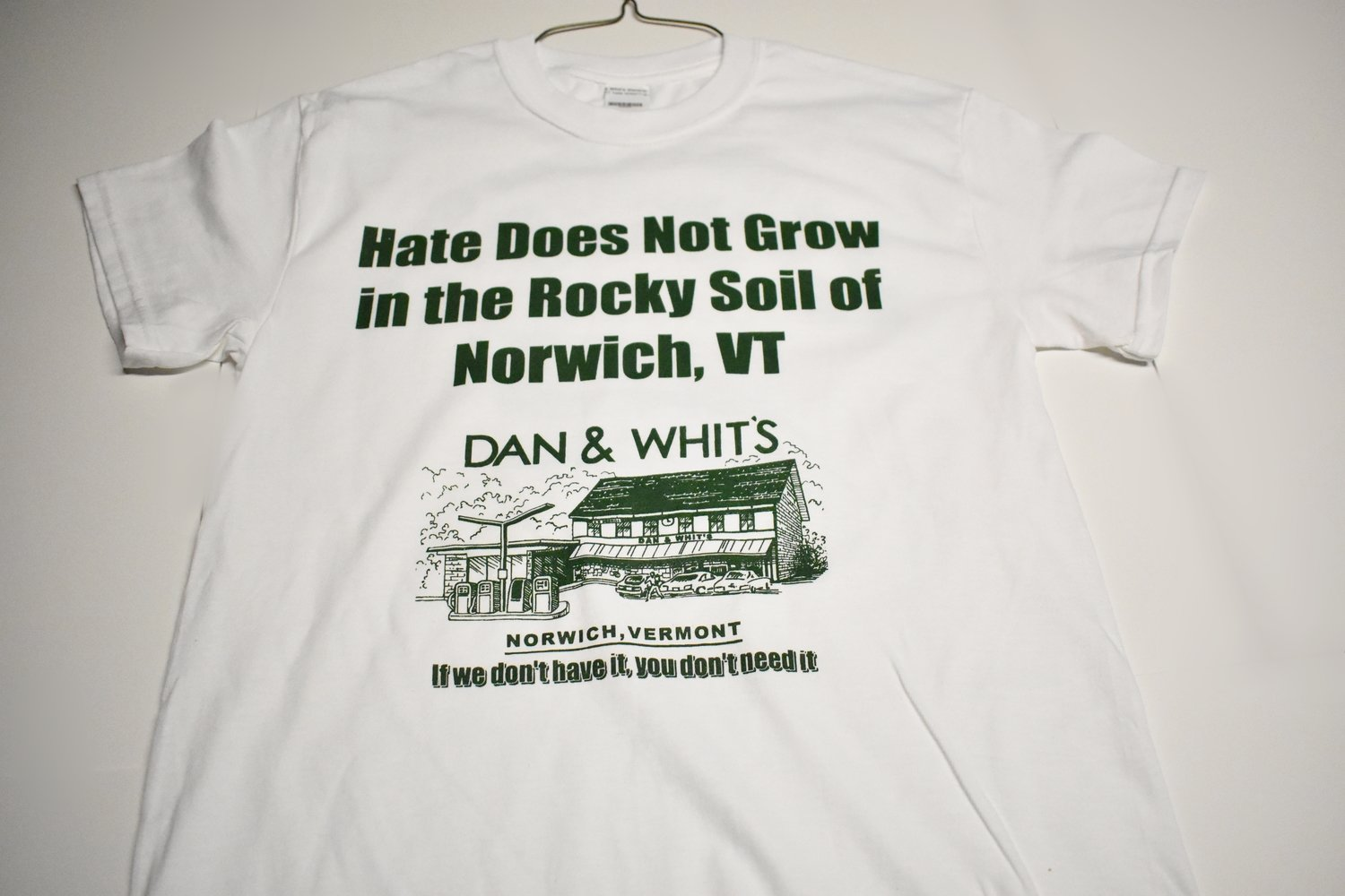 "D&W White T-shirt ""Hate Does not grow"""