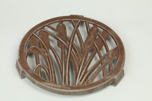 Trivet with Ear of Wheat Design