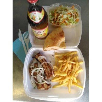№6 свиные ребрышки, лимонад,картофель фри, салат витаминый лепешка