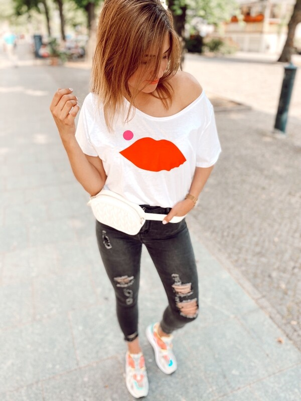 T-Shirt Kiss Me