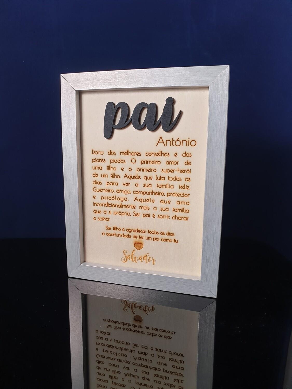 Moldura com placa de madeira com texto de dedicatória (gravação laser)