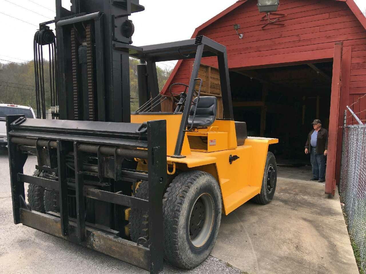 30,000lb CAT V300 Forklift For Sale 15 Ton