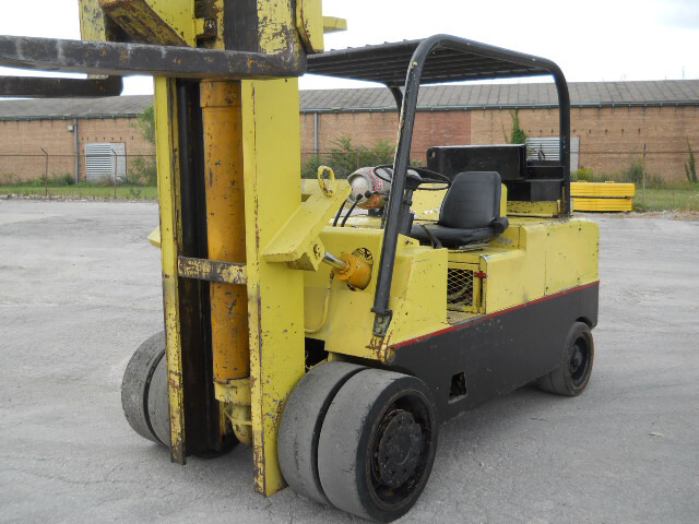 30,000 lb / 40,000 lb Cat T300 Hard Tire Forklift For Sale