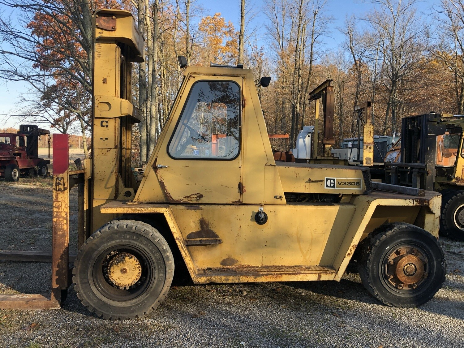 33,000 lb Cat Air Tire Forklift For Sale