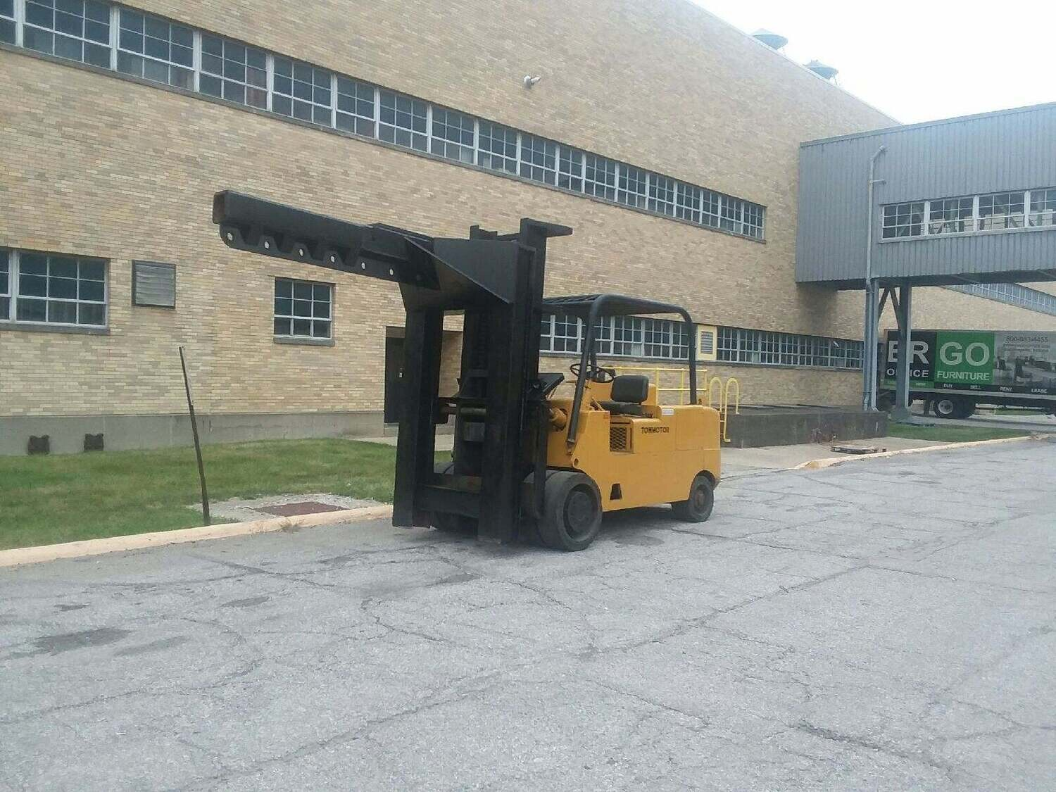 30,000 lbs / 40,000 lbs Cat Hard Tire Forklift For Sale