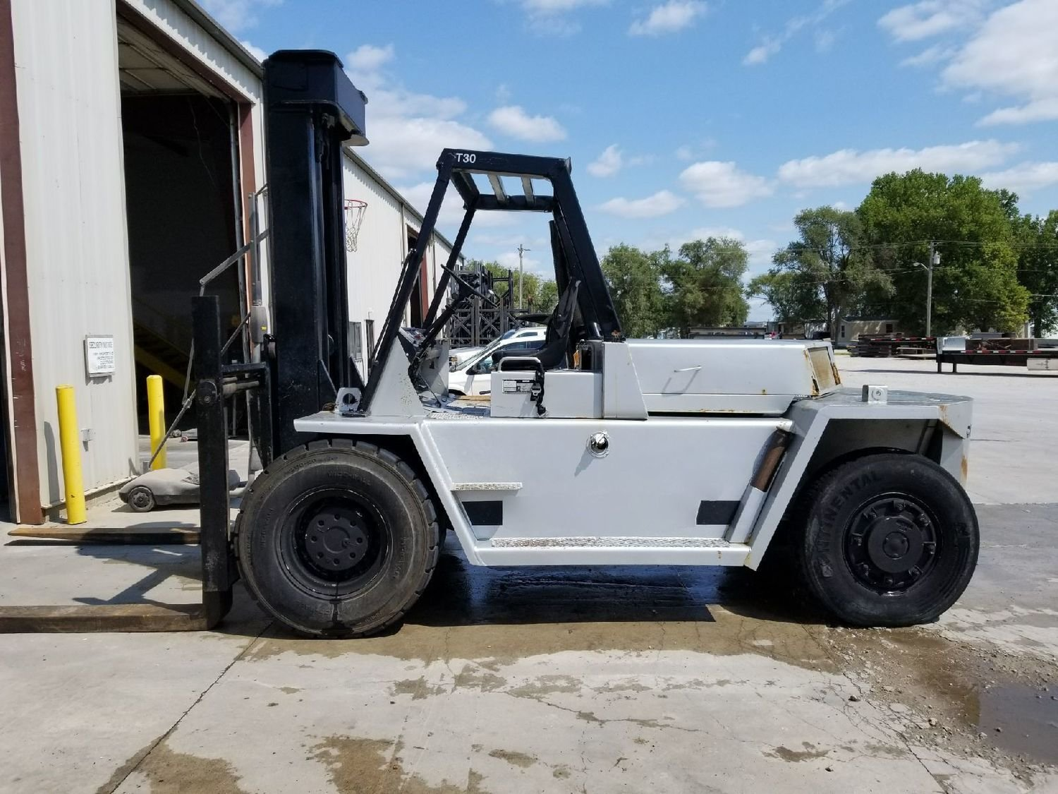 15 Ton Forklift For Sale Air Tire CAT V300