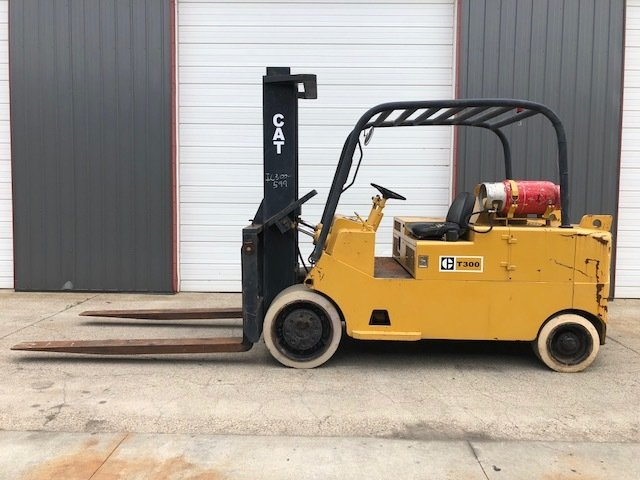 30,000lb CAT T300 Forklift For Sale 15 Ton