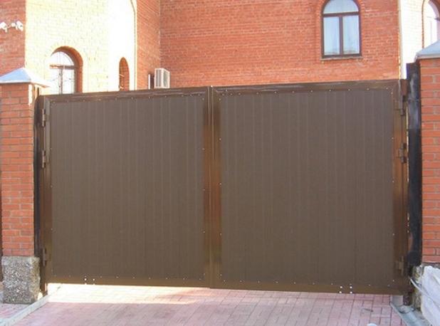 Распашные ворота из сэндвич-панелей 4660х2200 коричневые
