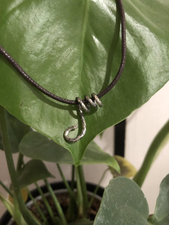 Monkey Tail Necklaces / Collares de Cola de Mono