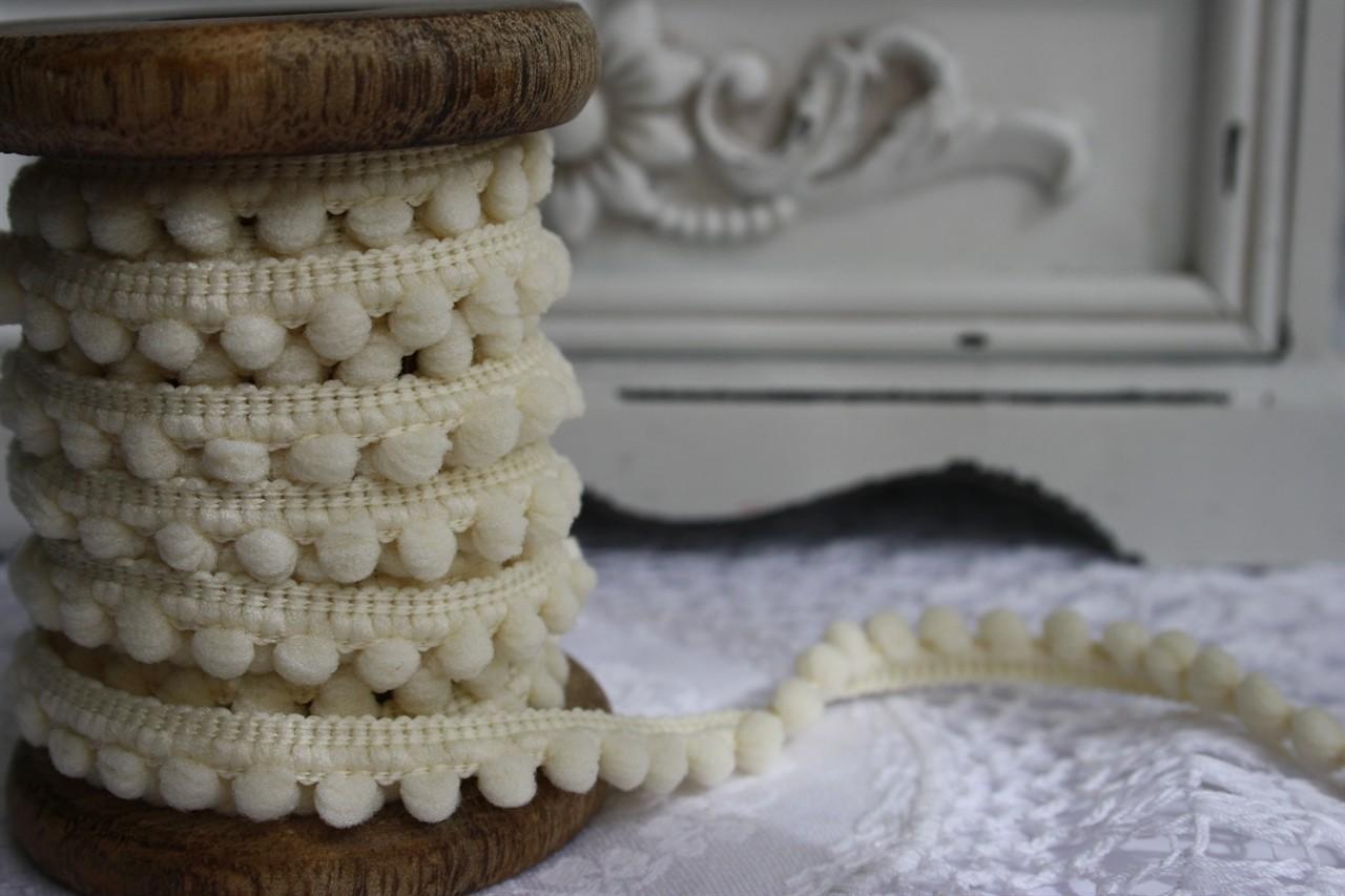 Small Ivory Pompoms