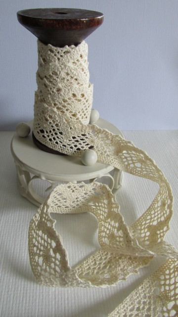 Cream Lace - 28mm