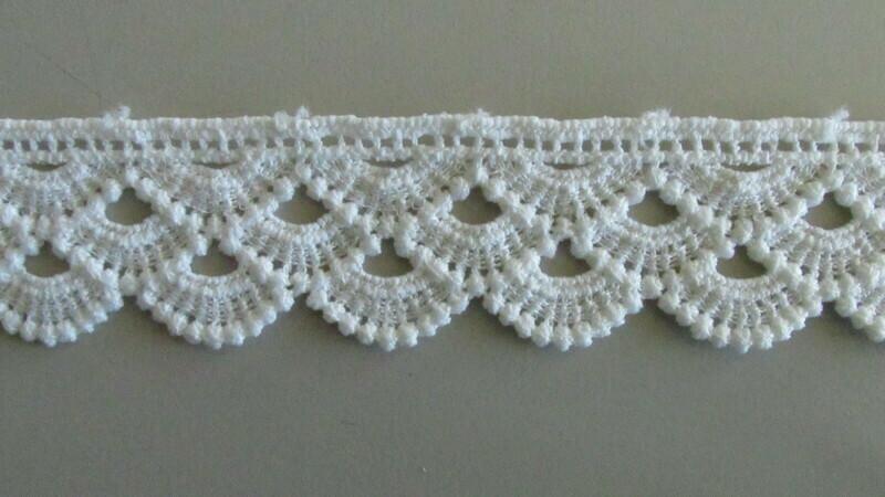 Three Scallop Lace - White