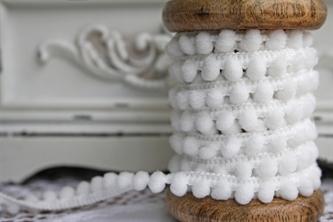 Small White Pompoms