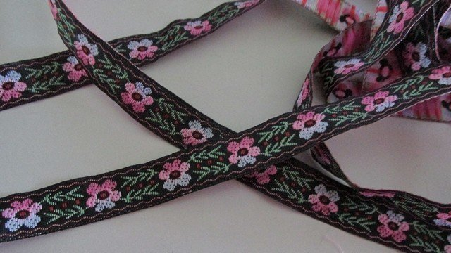 Daisy Pattern Brocade Trim
