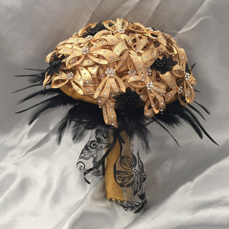 VICKI - Gold & Black Brooch Bridal Bouquet