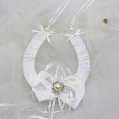GISELLE - White Bow Horseshoe Good Luck Charm