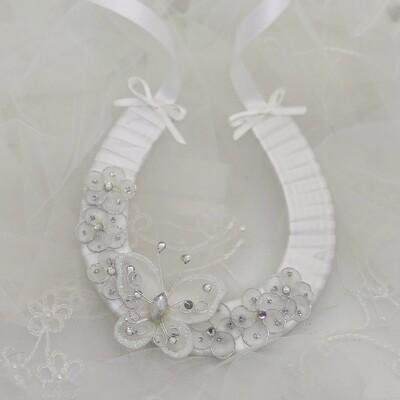 BELINDA WHITE - White Horseshoe Good Luck Charm