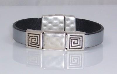 Silver flat leather braceletr
