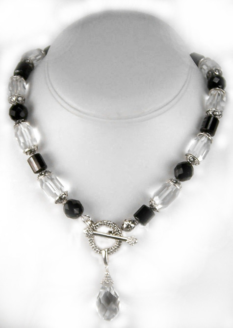 Rock crystal necklace with agate