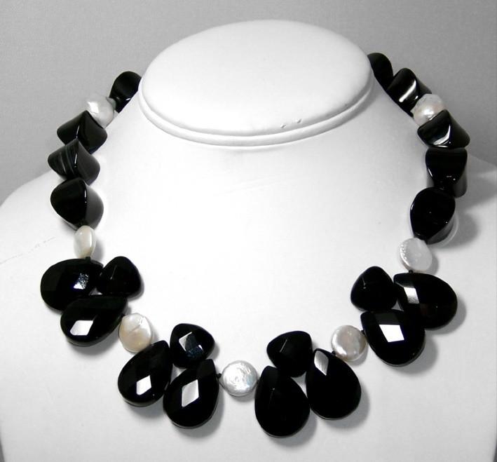 Onyx & Freshwater Pearls